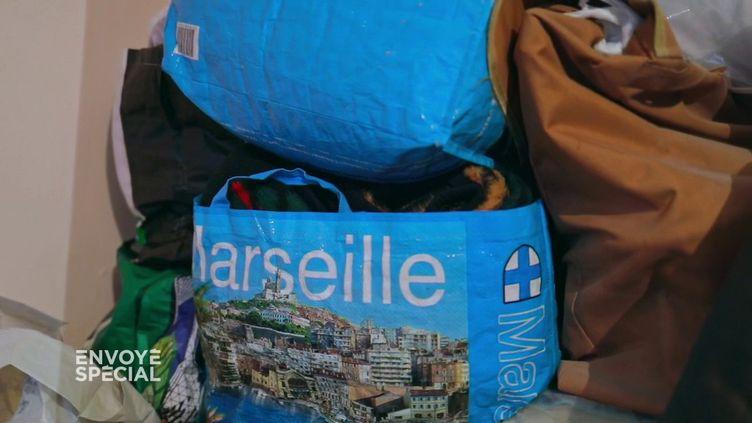 Envoyé sépcial.Mal-logement à Marseille : 22m2 sans chauffage ni eau chaude pour 450 € par mois en liquide (ENVOYÉ SPÉCIAL  / FRANCE 2)