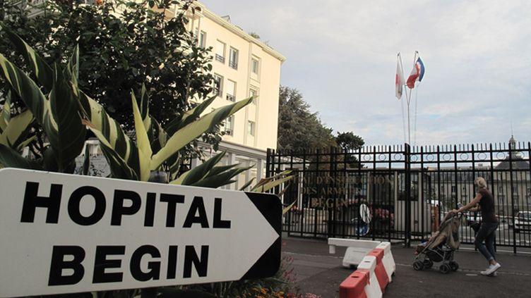 (Une infirmière, possiblement atteinte d'Ebola, a été transportée à l'hôpital Bégin © MAXPPP)