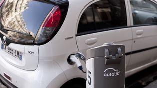 Une borne Autolib, service de véhicule électrique en libre-service, à Paris, le 23 octobre 2012. (NATHAN ALLIARD / PHOTONONSTOP / AFP)