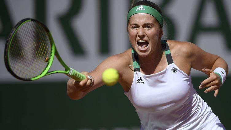 La Lettone Jelena Ostapenko a renversé la Roumaine Simona Halep en finale dames de Roland-Garros, le 10 juin 2017, à Paris. (LIONEL BONAVENTURE / AFP)