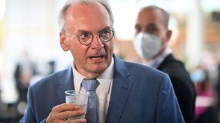Le chef du gouvernement régional de Saxe-Anhalt,Reiner Haseloff, le 6 juin 2021 àMagdeburg, en Allemagne. (BERND VON JUTRCZENKA / DPA / AFP)
