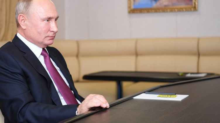 Vladimir Poutine à Saint-Pétersbourg, en Russie, le 3 novembre 2020. (ALEKSEY NIKOLSKYI / SPUTNIK / AFP)