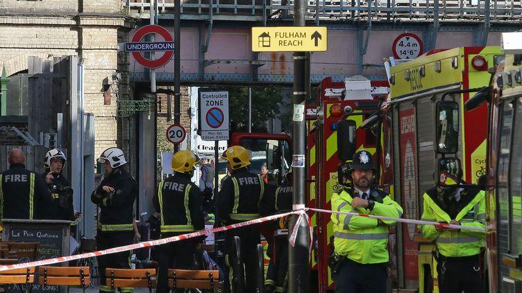Les services d'urgence ont été appelés à la station Parsons Green, à Londres, le 15 septembre 2017, pour un incident dans une rame de métro. (DANIEL LEAL-OLIVAS / AFP)