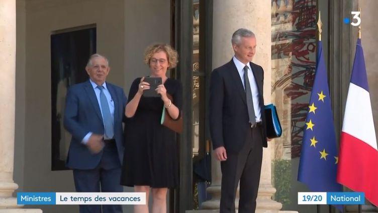 Les ministres partent en vacances. (FRANCE 3)