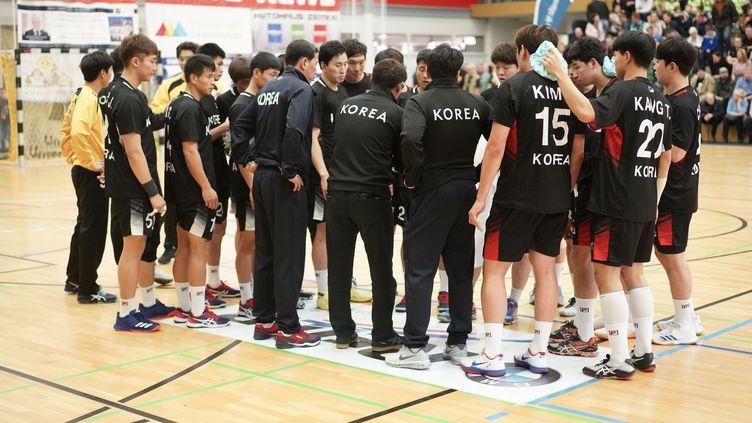 L'équipe unifiée de Corée,lundi 7 janvier 2019, à Oranienburg (Allemagne), lors de son dernier match de préparation avant le début du championnat du monde de handball. (J?RG CARSTENSEN / DPA)