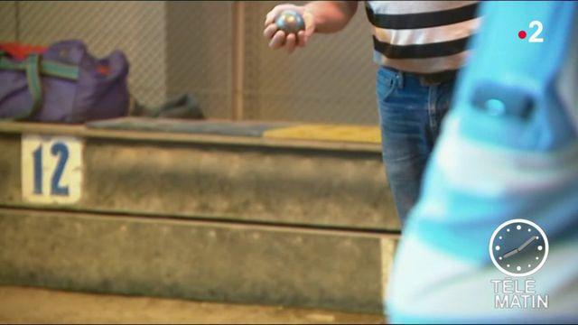 Pétanque : l'interdiction du jean fait polémique