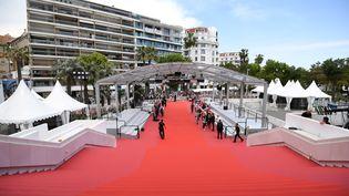 Les marches du palais des Festivals, à Cannes (Alpes-Maritimes), le 8 mai 2018. (LOIC VENANCE / AFP)