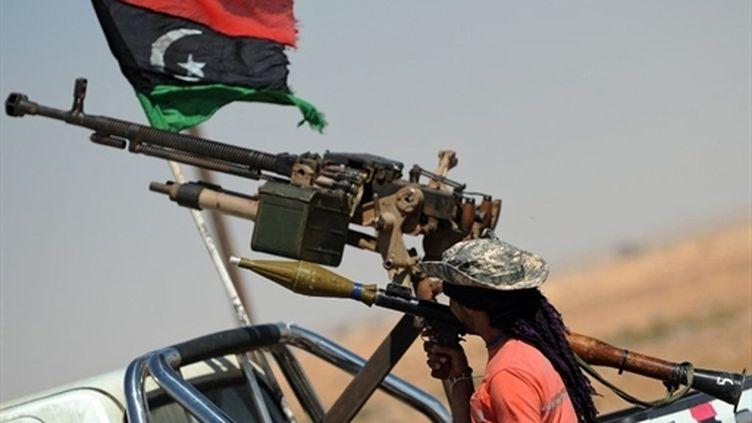 Un insurgé libyen à Ajdabiya (6 mai) (AFP /  Saeed Khan)