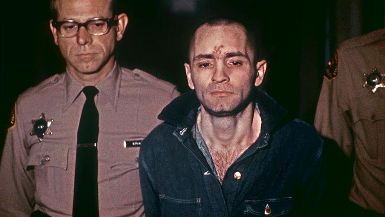 Le meurtrier Charles Manson, le 29 mars 1971, avant d'entendre sa condamnation à mort, prononcée par le tribunal de Los Angeles (Etats-Unis). (UPI)