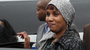 Nafissatou Diallo, l'ancienne femme de chambre qui a accusé Dominique Strauss-Kahn d'agression sexuelle, quitte le tribunal de New York, le 10 décembre 2012. (EMMANUEL DUNAND / AFP)