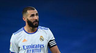 Karim Benzema, ici face au Celta Vigo le 12 septembre 2021, est l'arme offensive numéro 1 du Real Madrid cette saison. (GABRIEL BOUYS / AFP)