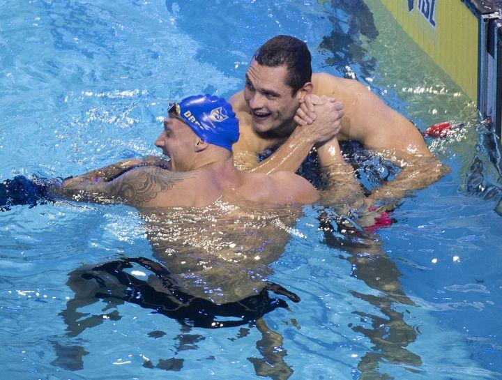 Caeleb Dressel et Florent Manaudou lors de la finale du 50 mètres nage libre de l'International Swimming League (ISL) à Las Vegas, le 21 décembre 2019. (MARK RALSTON / AFP)