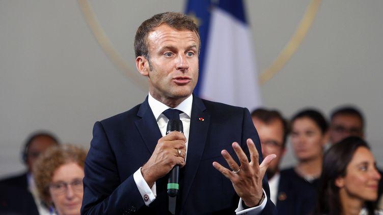 Emmanuel Macron, le 23 août 2019 à Paris. (MICHEL SPINGLER / AFP)