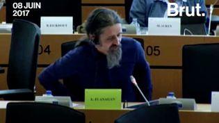 Le député européen Luke Ming Flanagan demande de protéger les lanceurs d'alerte (Brut)