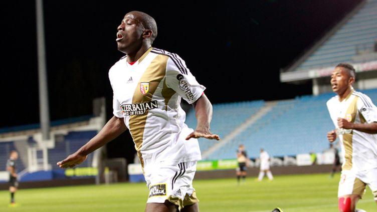 Adamo Coulibaly libère le RC Lens lors de la 38e journée de Ligue 2. C'est fait, les Nordistes vont retrouver l'élite. (PASCAL POCHARD CASABIANCA / AFP)
