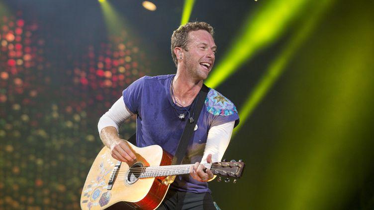 Chris Martin de Coldplay sur scène au parc Allianz de Sao Paulo (Brésil), le 7 novembre 2017. (ALE FRATA / AFP)