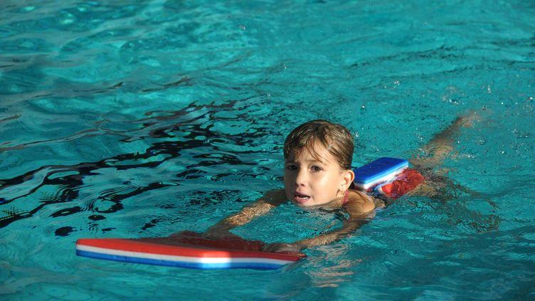 Un cours de natation - photo d'illustration. (BESSEYRE CHRISTELLE / MAXPPP)