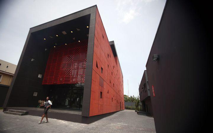Le bâtiment d'Alara à Lagos, construit par l'architecte britannique d'origine ghanéenne David Adjaye.  (EMMANUEL AREWA / AFP)