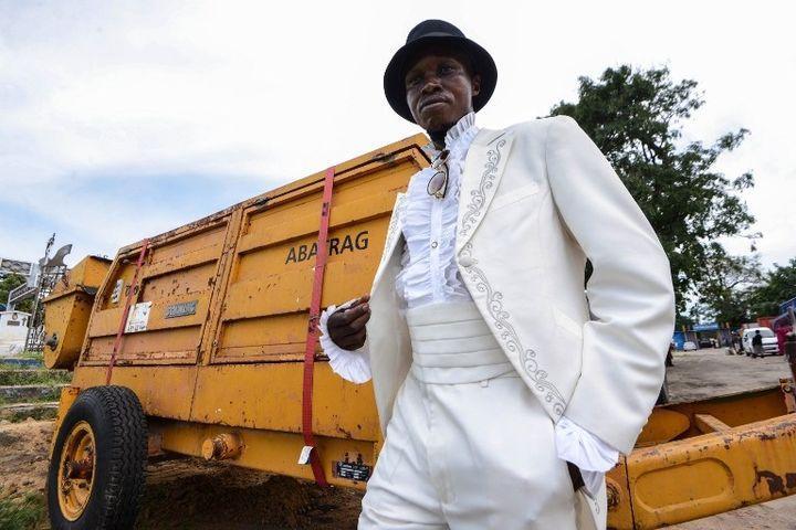 """Mwetu, membre de """"La Sape""""   (JUNIOR D. KANNAH / AFP)"""