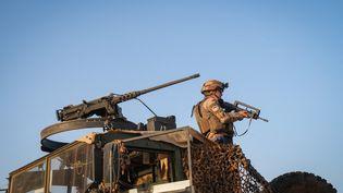 Un soldat français au Burkina Faso, dans le cadre de l'opération Barkhane, le 4 avril 2021. (FRED MARIE / HANS LUCAS / AFP)