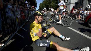 L'Allemand Tony Martin de l'équipeEtixx-Quick Step après sa chute lors de la sixième étape du Tour de France, le 9 juillet 2015, au Havre (Seine-Maritime). (L'EQUIPE / BELGA MAG / AFP)