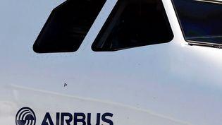 Le loueur d'avions China Aircraft Leasing Company a annoncé vendredi 29 décembre avoir conclu un accord avec l'avionneur européen Airbus pour l'acquisition de 50 appareils moyen-courrier A320neo. (REGIS DUVIGNAU / REUTERS)