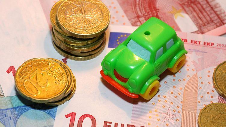 Le montant total des sommes investies dans la finance solidaire a dépassé l'année dernière pour la première fois la barre des 10 milliards d'euros. (CARO LAURENT / MAXPPP)