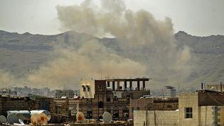 Un bombardement au Yemen, le 1er juillet 2020. (MOHAMMED HUWAIS / AFP)