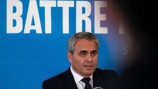 Le président sortant de la région des Hauts-de-France, Xavier Bertrand, en campagne pour sa réelection, lors d'une conférence de presse, à Maubeuge (Nord), le 3 mai 2021. (CELIA CONSOLINI / HANS LUCAS / AFP)