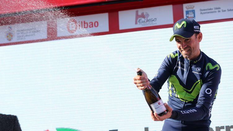 Alejandro Valverde truste inlassablement les podiums en ce début de saison 2017...et boit donc beaucoup de champagne ! (CESAR MANSO / AFP)