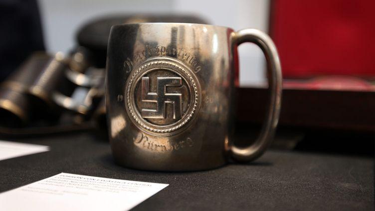 Un objet nazi, saisi en Argentine en octobre 2019, récupéré par la suite par le musée de l'Holocauste. (CLAUDIO SANTISTEBAN / MAXPPP)