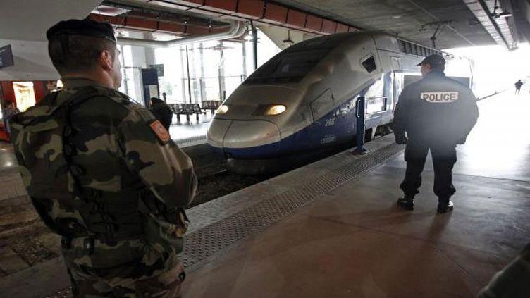 """(Manuel Valls a annoncé la poursuite du plan vigipirate """"autant que nécessaire"""" © Reuters /Jean-Paul Pelissier)"""