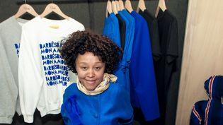 Sakina M'Sa dans la boutique Front de mode, à Paris, en juin 2015  (Chiara de Montlaur)