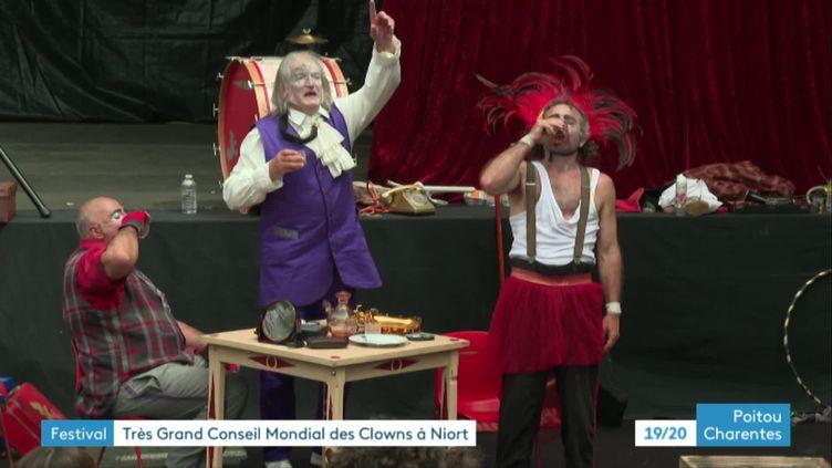 Le très grand conseil international des clowns se déroule à Niort tous les deux ans (FRANCE 3)