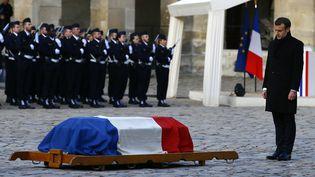 Emmanuel Macron rend hommage à Jean d'Ormesson le 8 décembre  (AFP)