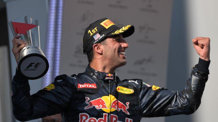 Daniel Ricciardo (Red Bull) laisse éclater sa joie après sa victoire à Sépang en Malaisie (MOHD RASFAN / AFP)