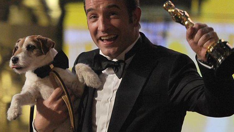 """Les mémoires d'un terrier Jack Russell comédien : Uggie (star du film """"The Artist"""") en 318 pages  (Robyn Beck / AFP)"""