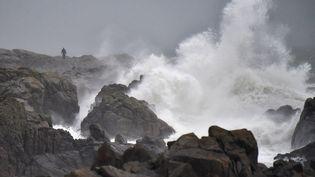 La tempête Carmenà Batz-sur-Mer, en Bretagne, le 31 décembre 2017. (LOIC VENANCE / AFP)