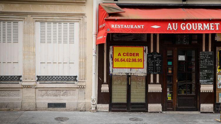 Une devanture d'un restaurant fermé à Paris, en juin 2020 (illustration). (THOMAS PADILLA / MAXPPP)
