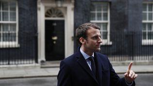 Emmanuel Macron devant le10 Downing Street à Londres, le 21 février 2017 (REUTERS)