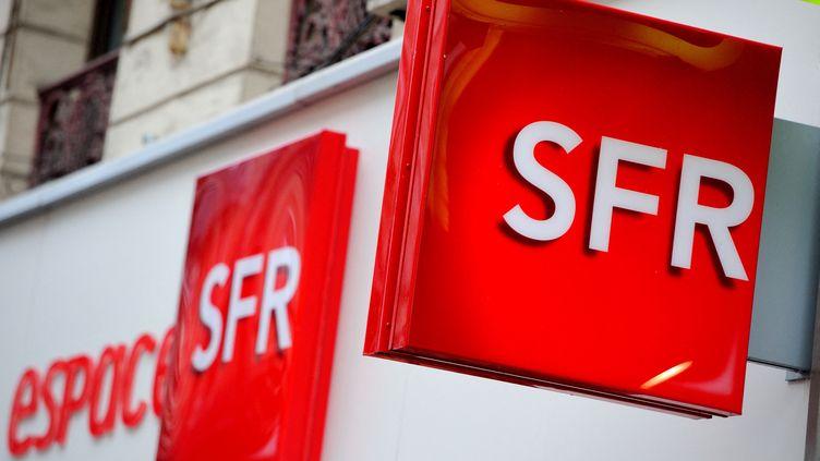 Une boutique SFR à Lille, le 15 octobre 2012. (PHILIPPE HUGUEN / AFP)