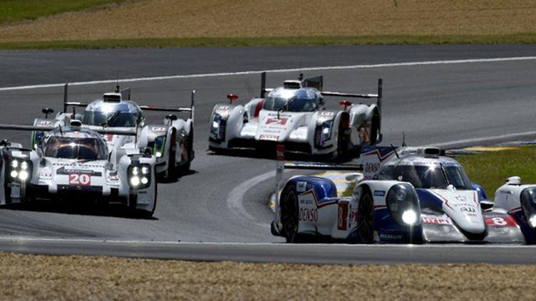 Toyota, Audi et Porsche se suivent de près (GUILLAUME SOUVANT / AFP)