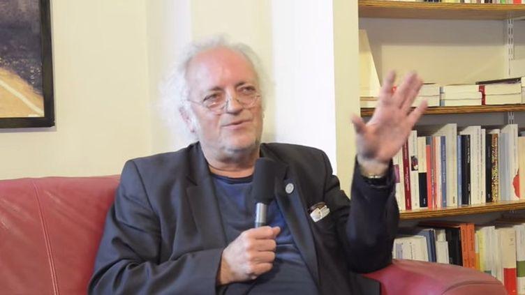 """Alain Borer, capture écran de son interview à la librairie la Galerne du Havre, pour la parution de """"De quel amour blessée""""."""
