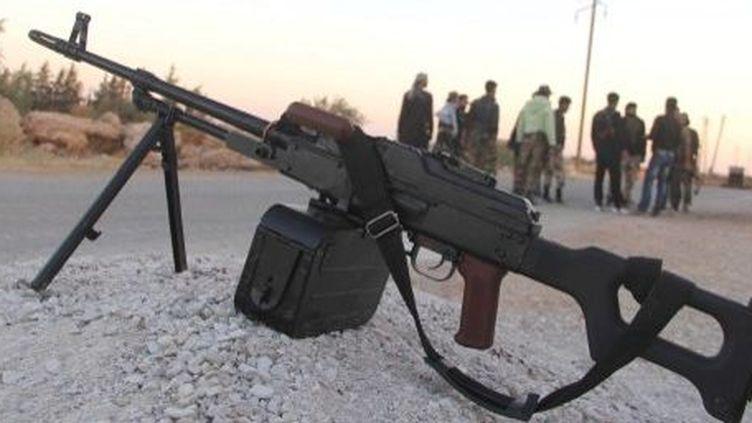 Rebelles syriens sur une route près de Racca. (SALIH MAHMUD LEYLA / ANADOLU AGENCY)