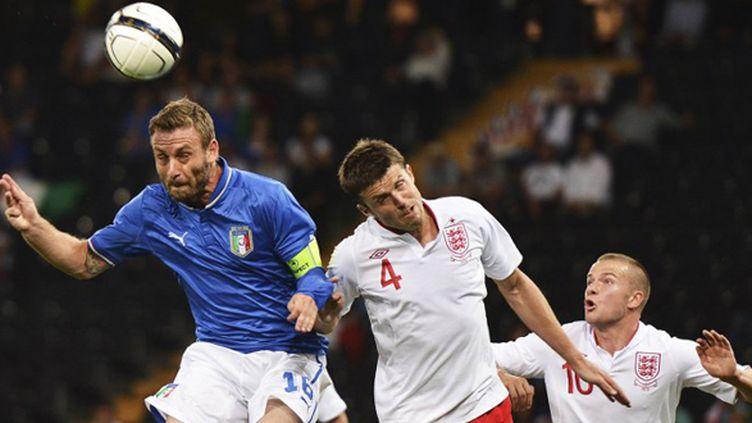 Italiens et Anglais vont se retrouver au Mondial 2014 (FABRICE COFFRINI / AFP)