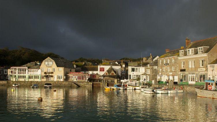 Une vue du port de Padstow dans les Cornouailles (Angleterre) pendant une tempête. (CULTURA CREATIVE / AFP)