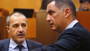 Les deux têtes de l'exécutif local, Gilles Siméoni (à droite) et Jean Guy Talamoni (à gauche), n'ont pas encore de rendez-vous avec Emmanuel Macron (PASCAL POCHARD-CASABIANCA / AFP)