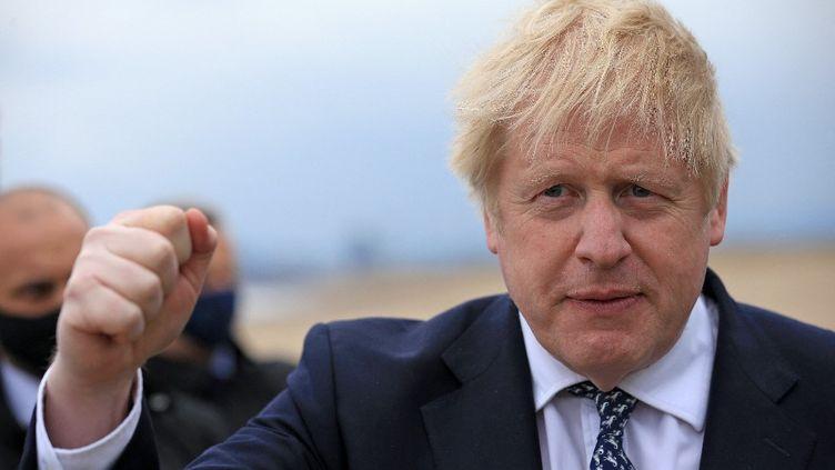 Le Premier ministre britannique Boris Johnson à Hartlepool, dans le nord-est de l'Angleterre, le 3 mai 2021. (LINDSEY PARNABY / AFP)