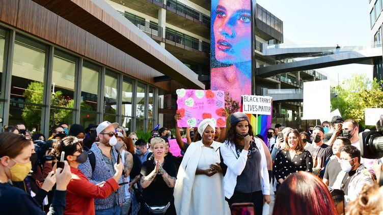 Manifestation devant le siège de Netflix à Los Angelescontre la diffusion du spectacle de Dave Chappelle jugé transphobe (RODIN ECKENROTH / GETTY IMAGES NORTH AMERICA)