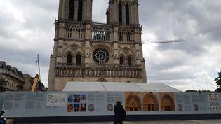 Une vue de la cathédrale depuis le parvis, en juin 2020. (RÉMI BRANCATO / FRANCE-INTER)